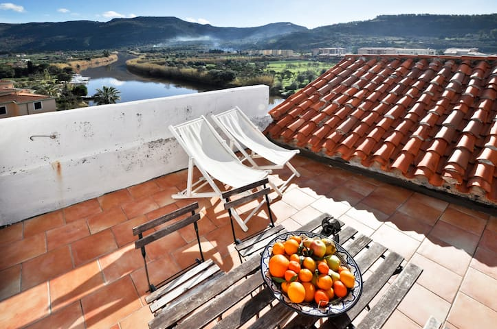 Terrace Apartment with River View - Bosa - Daire