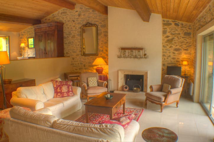 Classic French Farm Village Retreat - Courtauly - Huis