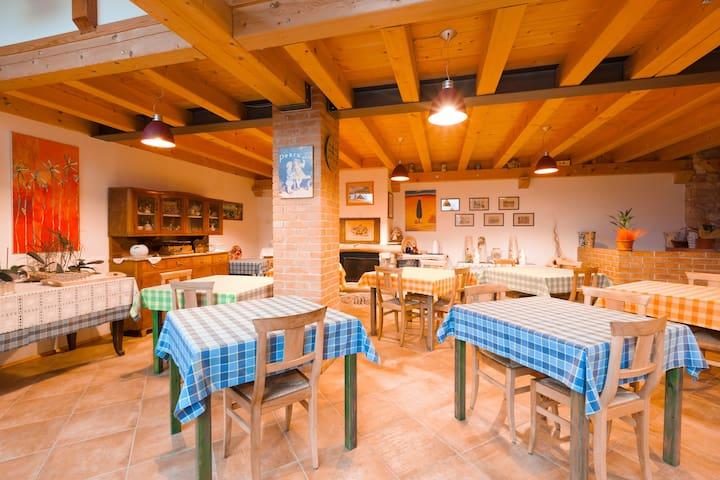 Country house in a Wine farm   - Brentino Belluno - Bed & Breakfast