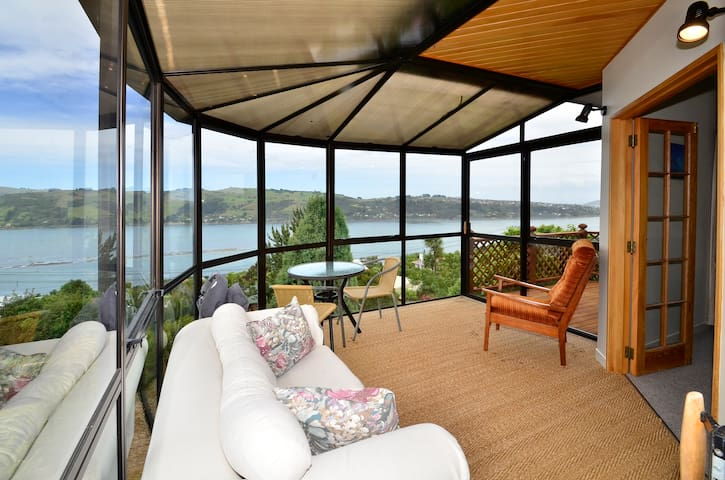 Modern home 5mn to city w fab view! - Dunedin