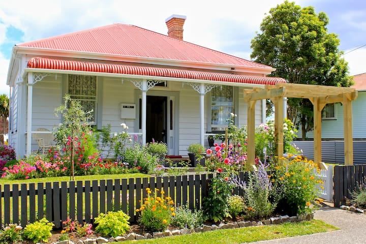 Lavender & Lace - a 1900's Cottage - Waihi - Casa