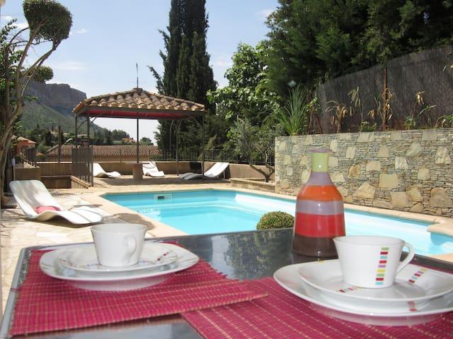 Beau studio avec terrasse-piscine - Cassis - Leilighet