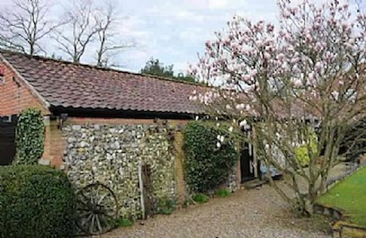 Barn House Cottage, cosy & secluded - Norwich - Casa
