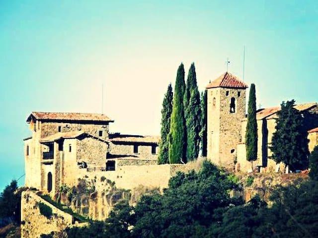 Medieval Castle for 16 persons  - Llaés - Kasteel