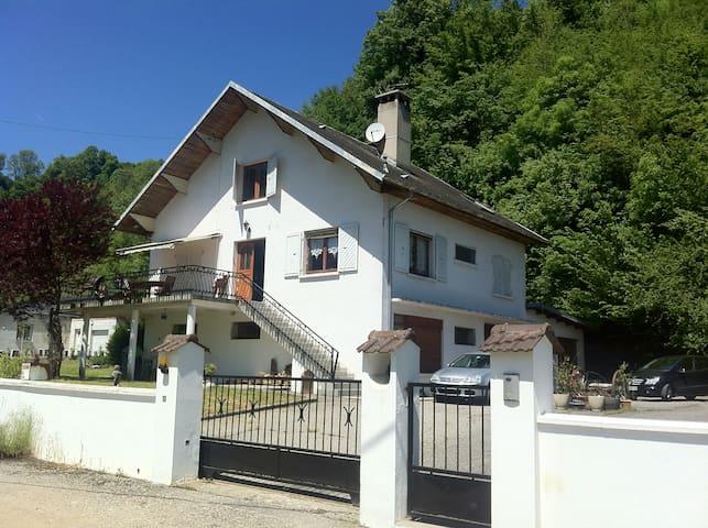 Appart meublé au Rdc d'une maison - Saint-Alban-de-Montbel - Pis