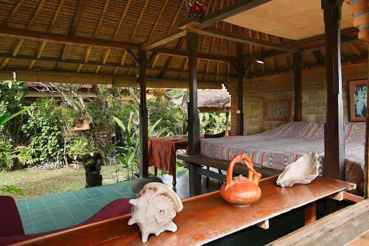 Open air Balinese garden pavilion - Denpasar - Haus