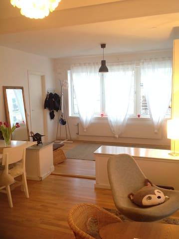 Family apartment close to ocean! - Saltsjöbaden - Daire