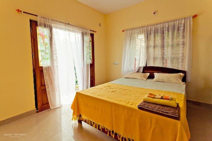 Room with private bathroom, kitchen & wifi - Mandrem - Apartamento