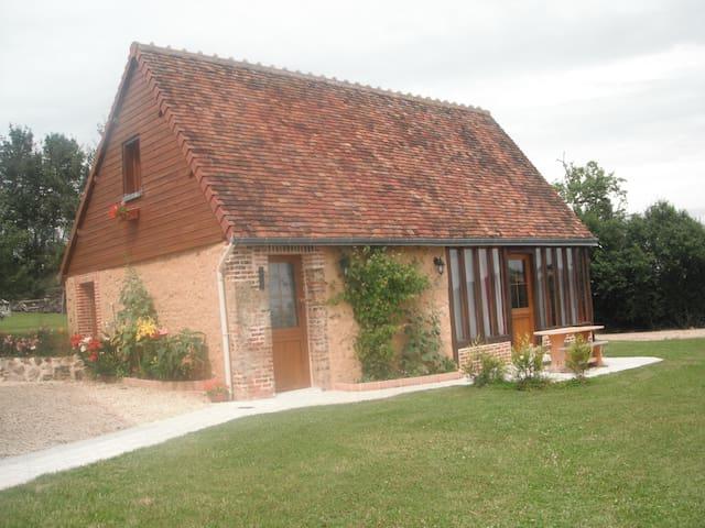 GITE DU HOUSSAY  A LA CAMPAGNE - Valennes - Casa