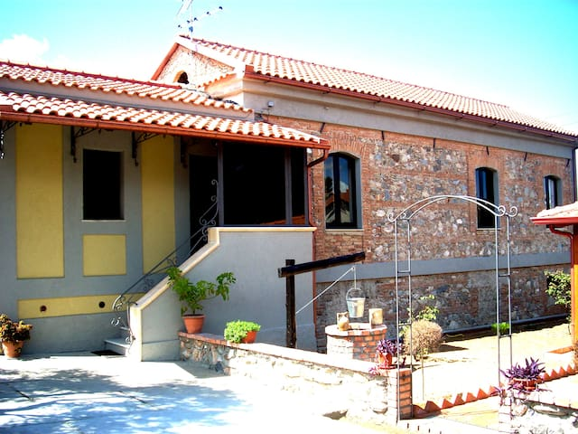 "BED AND BREAKFAST ""GARRUPA"" - Marcellinara - Bed & Breakfast"