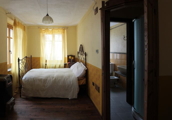stylish room in the torrent park - Coassolo - Bed & Breakfast