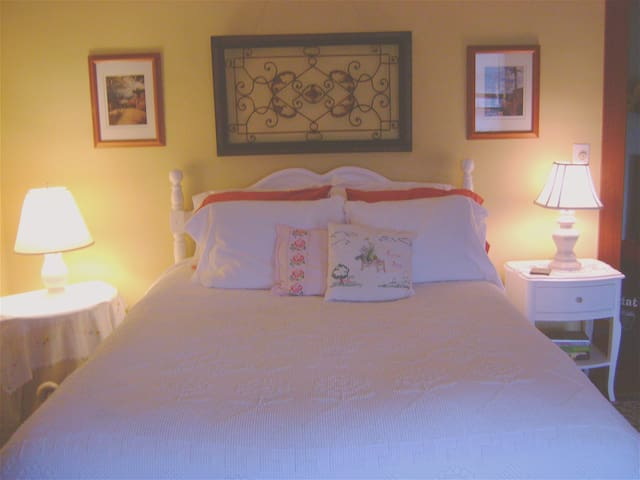 Cozy Weekend in the Athens Room - Catskill - Bed & Breakfast