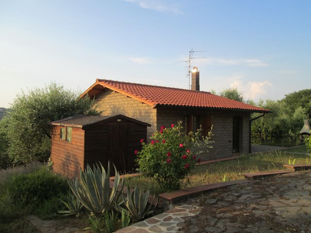 Casetta-Home in Tuscan country-side - Montenero - Huis