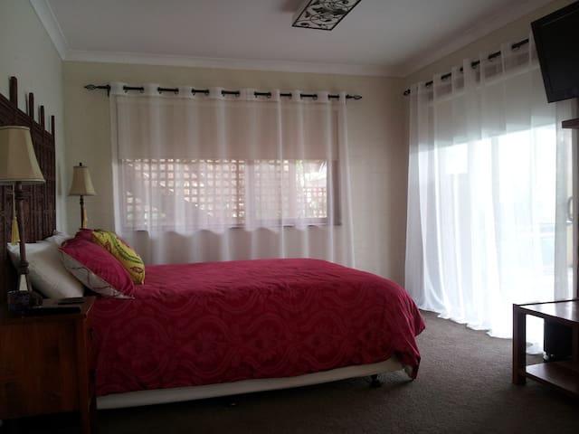 Batemans Bay AVINO Bed & Breakfast - 巴特曼斯灣(Batemans Bay) - 家庭式旅館