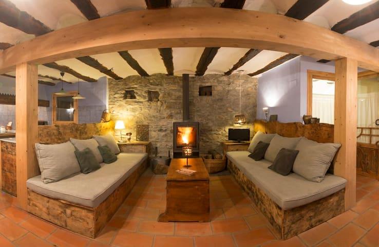 Casa Mingot: Yégües 2 people 16th century - Benasque - Huis