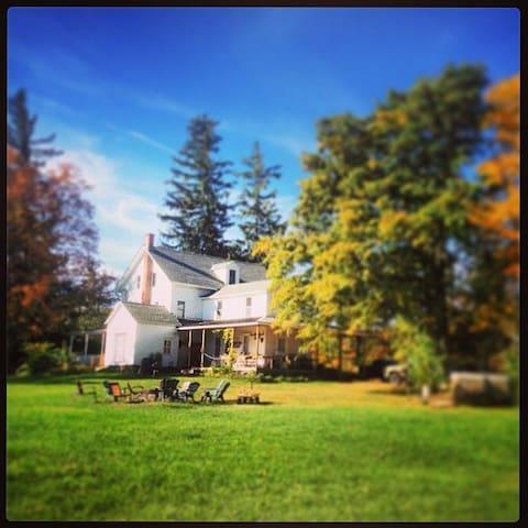 Vintage Catskills Farmhouse est1790 - East Durham - Rumah