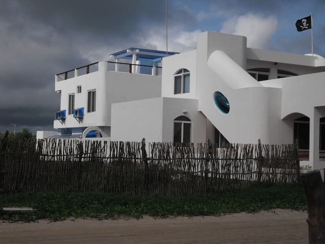 The Drake Inn in front of the sea - Puerto Villamil - Bed & Breakfast