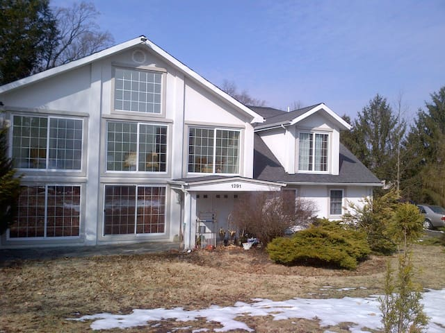 Private bedroom in Philly Suburbs . - Huntingdon Valley - Casa