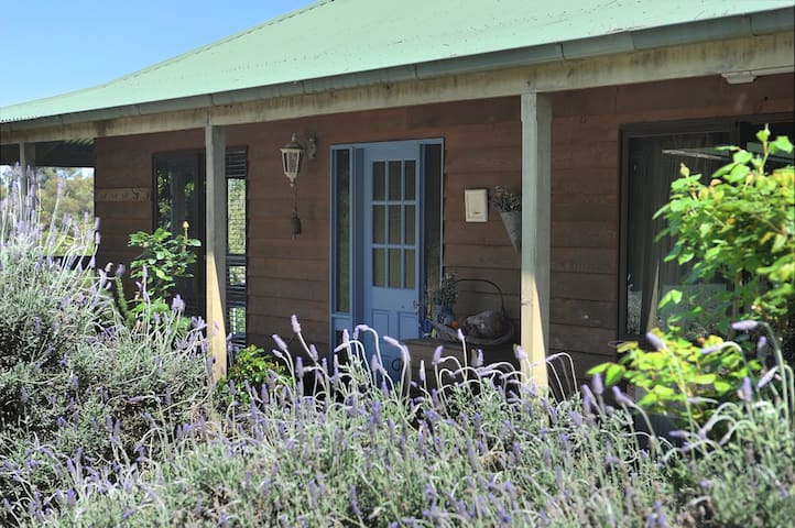 Lovely Yarra Valley farmhouse with beautiful views - Healesville - Dom