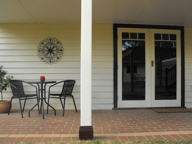 Ingrams Cottage Guest Suite - Research - Huis