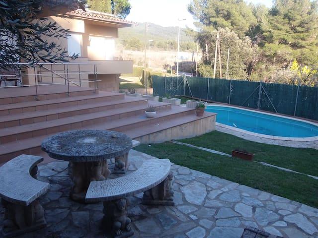Casa-piscina entorno rural - Castellar del Vallès - Casa