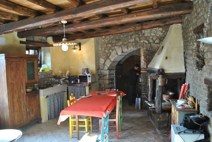 """The """"palazzetto"""" on via Rapello - Cave"""