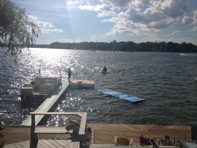 Lake Home RIGHT on the water! - West Bloomfield Township