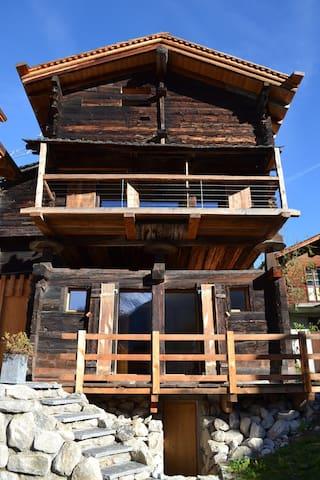 Totally renovated barn, built 1694 - Reckingen-Gluringen - Hus