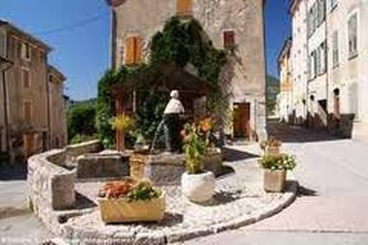 Maison de Village  - Moriez - Casa