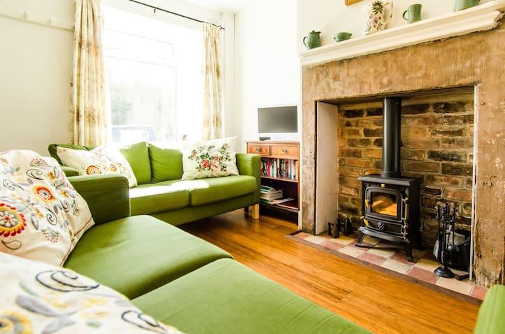 200 year old terraced cottage - Cromford - Ev