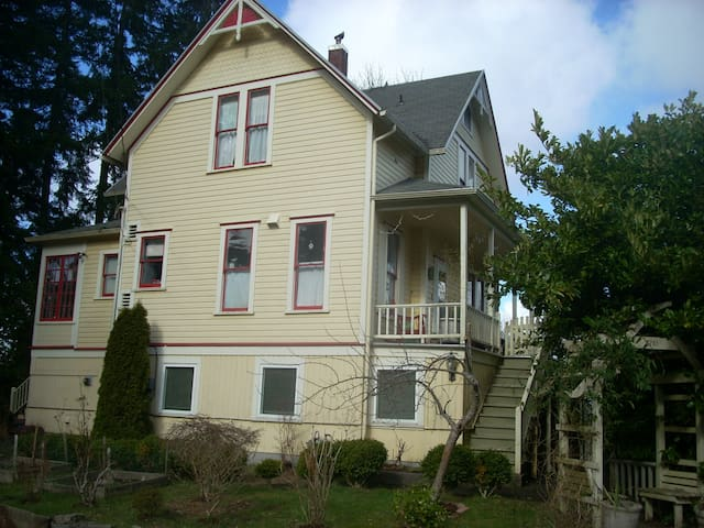 Victorian stay Clean & Comfortable - Astoria