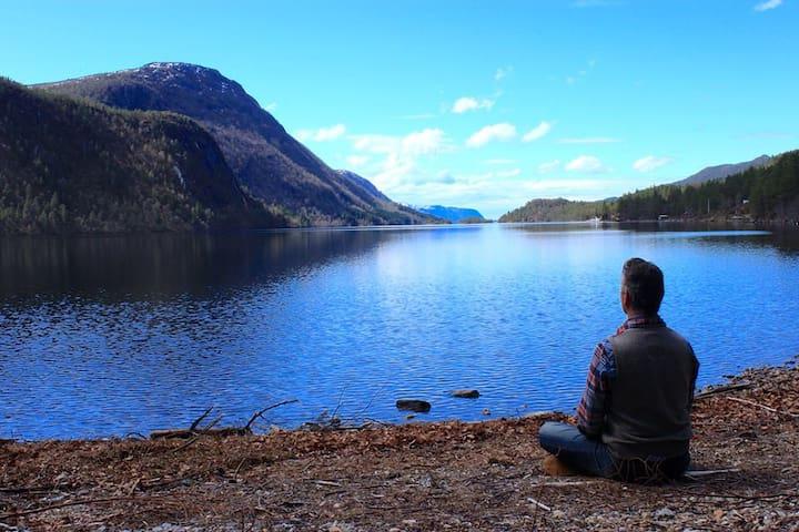 Lakeshore Sanctuary in Fjord Norway - Alesund - Ev