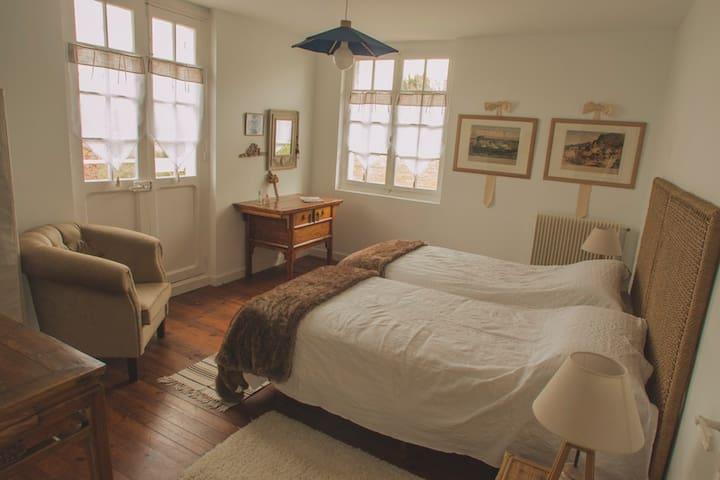 Chambre Hortensia         - Orthez - Bed & Breakfast