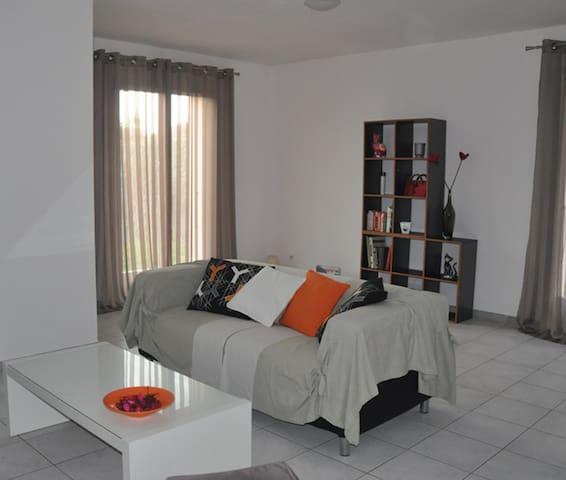 Comfortable villa - sleeps 4/6 - Le Soler - Hus