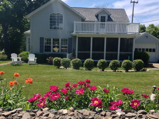 Marie's Catawba Island House -BDRM w 2 Double Beds - Port Clinton - Gästsvit