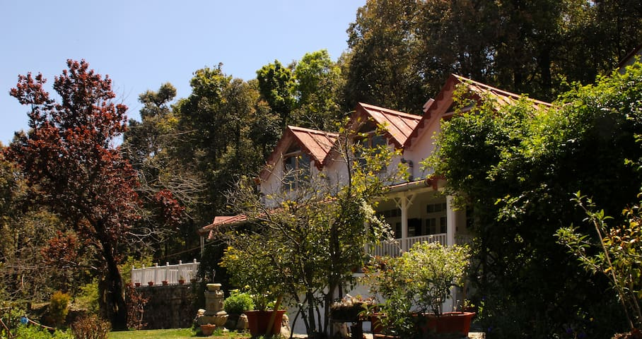 Cottage by The Woods, Vienna Lodge - Nainital - Huis