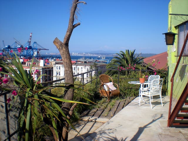 Lil' guest house w/3 rooms - Room 2 - Valparaiso - Talo