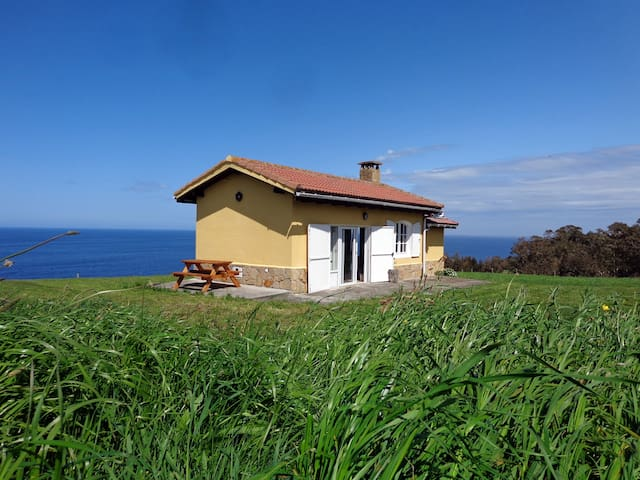 Cottage on a Cliff in Oles, Gijon - Asturias - Hus