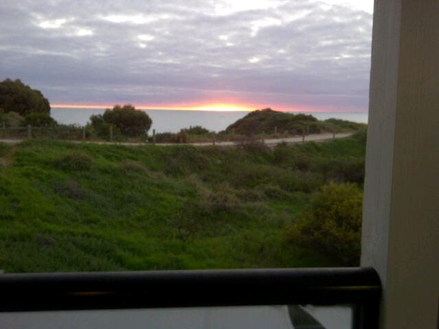 Absolute Beach Front, Views and BBQ - Port Kennedy - Casa