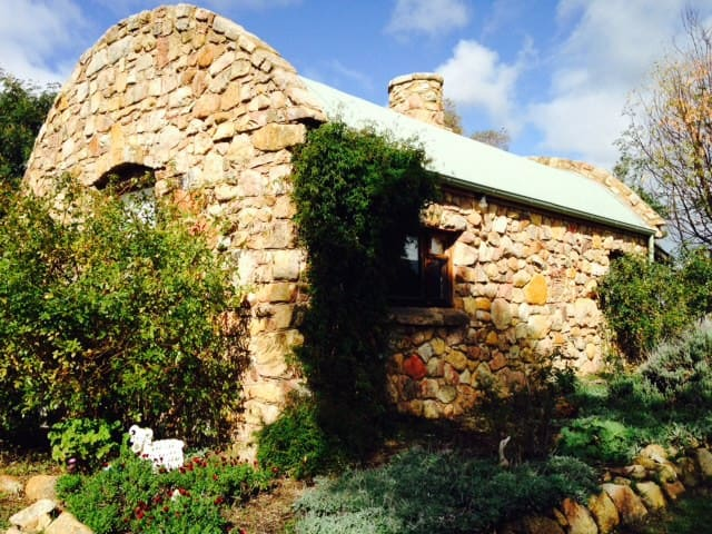 Pomona Estate BnB - French Style - Strathbogie - Cabaña