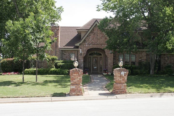 Centrally located in DFW area! (U2) - Hurst - Huis