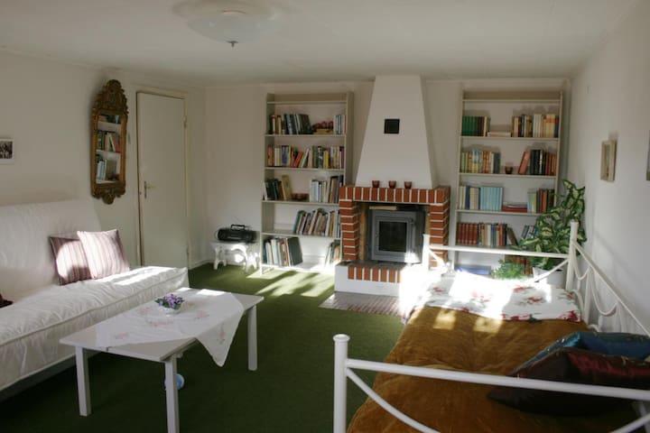 3 persons room Full breakfast 10 june - 20 augusti - Mariannelund Vimmerby - Bed & Breakfast