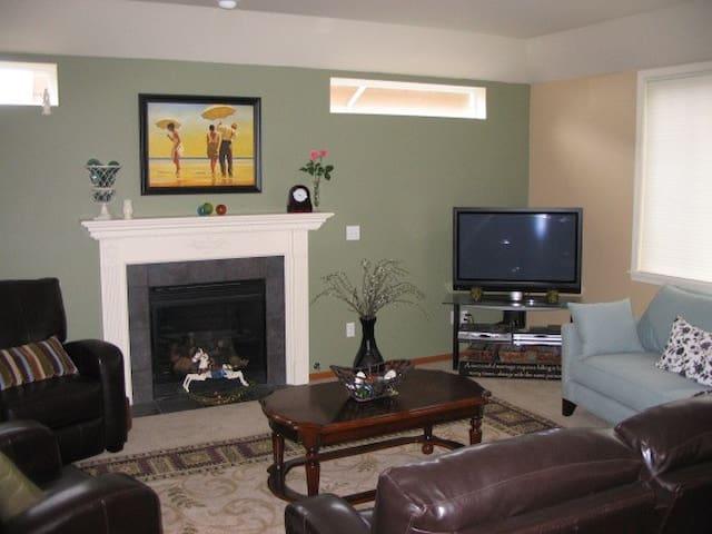 Nice Big Living Room - Bellflower - Rumah