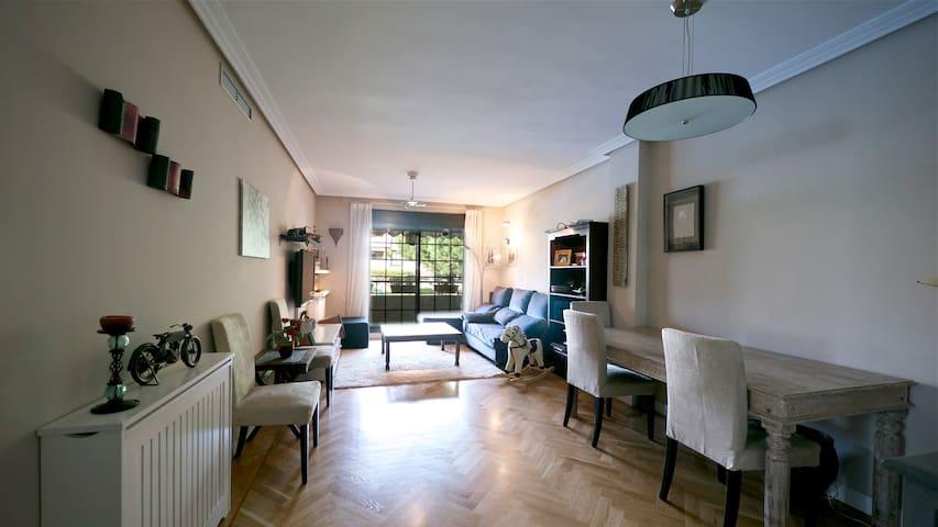 Feel at home in Madrid, best family spot  pool, AC - Majadahonda - Apartemen