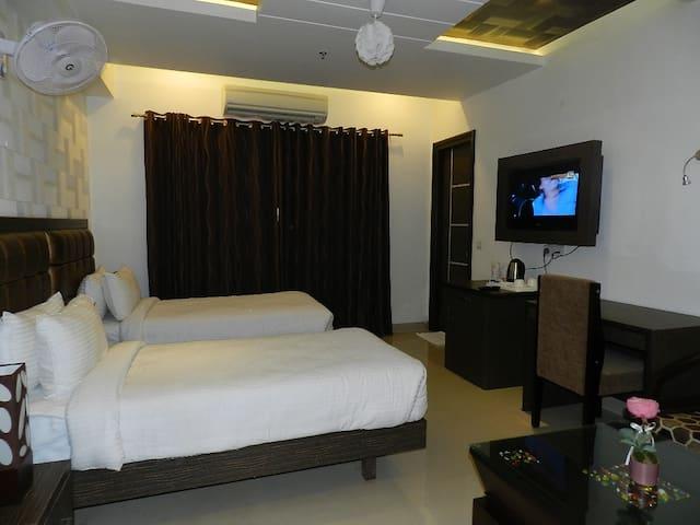 Luxurious stay in Indirapuram - Ghaziabad