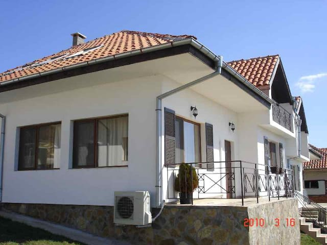 Large Villa in Magnolia Village with seaview - Kosharitsa - Huis