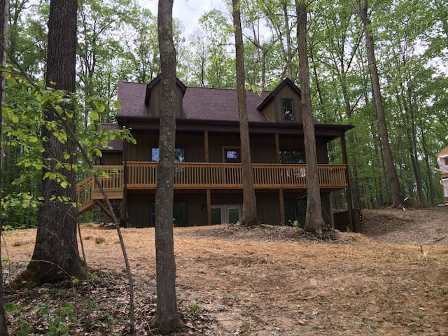 NEW HOUSE: Relax & Explore - Fayetteville - Ev