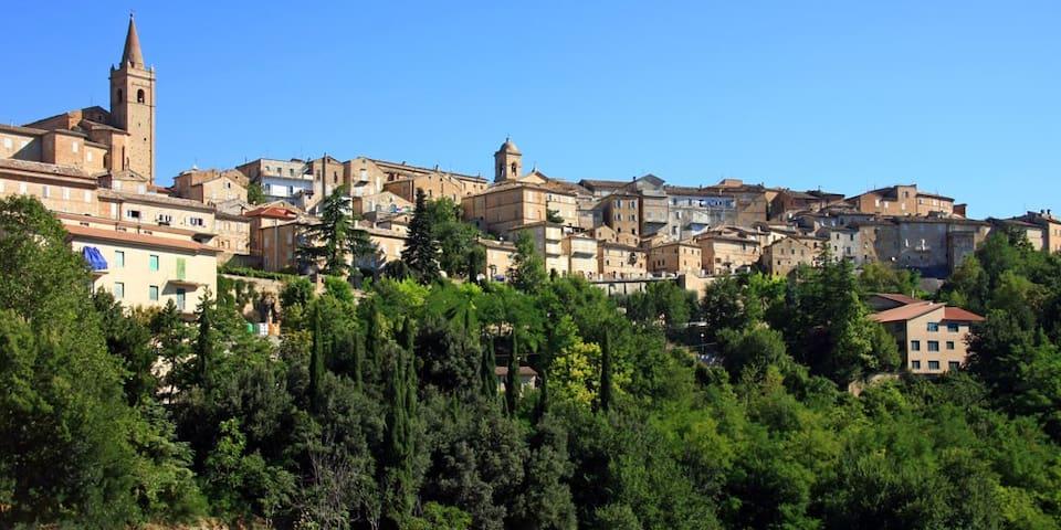 Le Marche, Ancona - Falerone - Casa