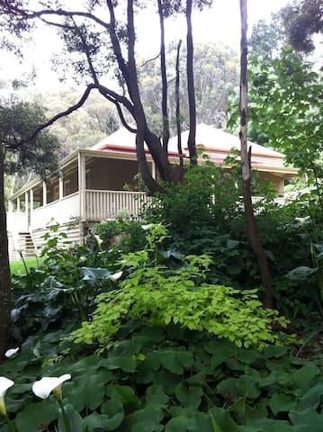 AMBLESIDE COUNTRY HOUSE - Blackwood - Hus