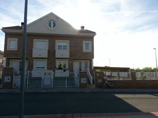 Chalet Villa Maria Alquiler Vacacional - Burguillos de Toledo - Chalet